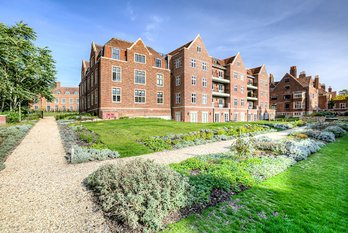 Apartment Reserved in King Edward VII Estate - view 4