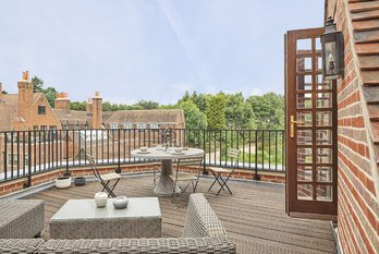 Apartment Sold in King Edward VII Estate - view 3